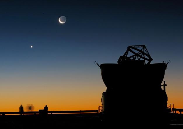 Venere e Luna crescente dal Cerro Paranal  ( Cile )Credits: ESO / Y.Beletsky